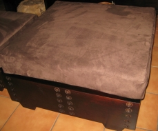 ottoman-with-buttons