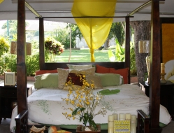 iaf-jamaican-cedar-four-poster-canopy-king-bed