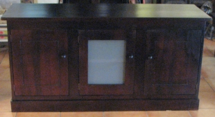 buffet-with-frosted-glass