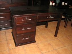 Traditional desk with three drawers
