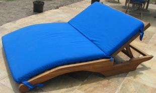 double-teak-lounger-with-sumbrella-fabric-outdoor-cushion